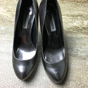 SZ 7.5 P- Mena Pewter Round Toe Heels
